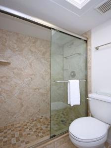 Sand Pointe #122 Master Bathroom c