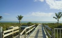 Sanibel Arms West walk to beach