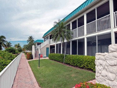 Sanibel Arms West E walkway