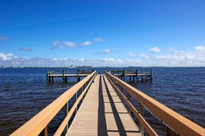 dock-b